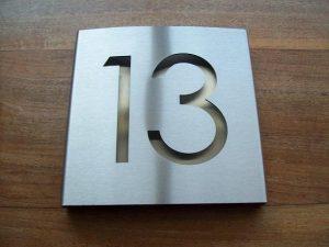 Huisnummerbord met achterplaat