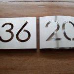 Huisnummerbord vlak en bollend model