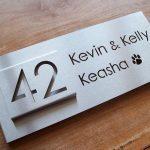 RVS naambord uniek design met hondenpootje