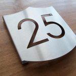 Huisnummer schild