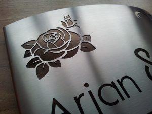 rvs naambord met roos